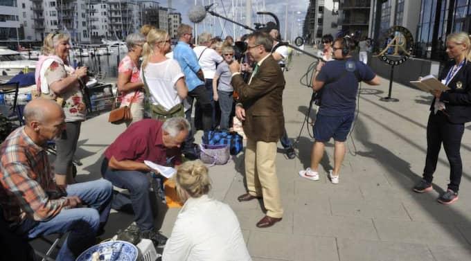 Här spelas Antikrundan i för fullt - nästan 1 000 personer var på plats i Malmö för att få sina saker värderade i tv-programmet.