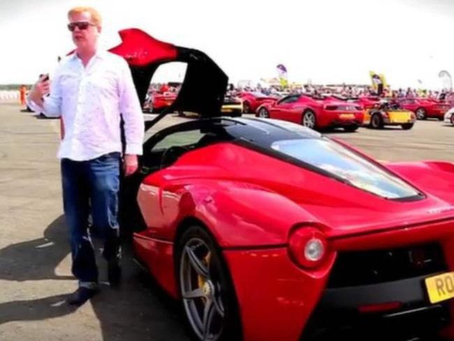 Nya programledaren Chris Evans har svårt att prata medan han kör bil, vilket ställer till med problem under inspelningarna.