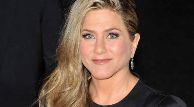 Jennifer Aniston opererade näsan med anledning av att hon som ung bröt näsan efter att ha fått en baseboll i ansiktet. Foto: Schneider / Most Wanted Pictures