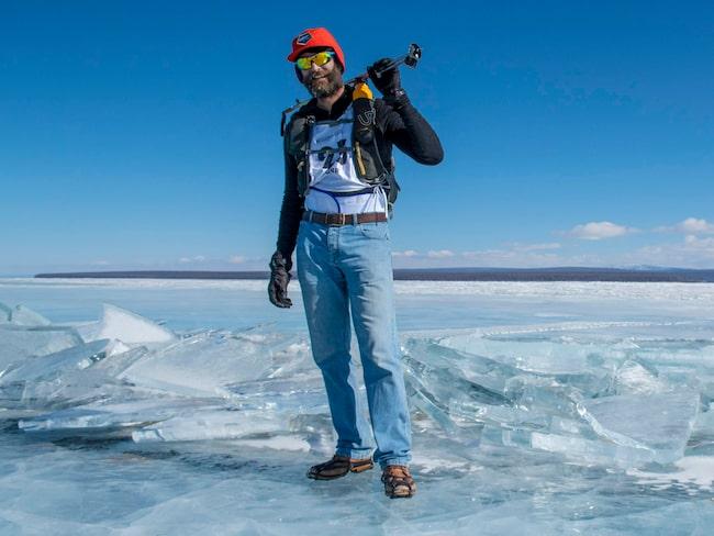 Peter Messervy-Gross gick 16 mil i jeans och läderskor.