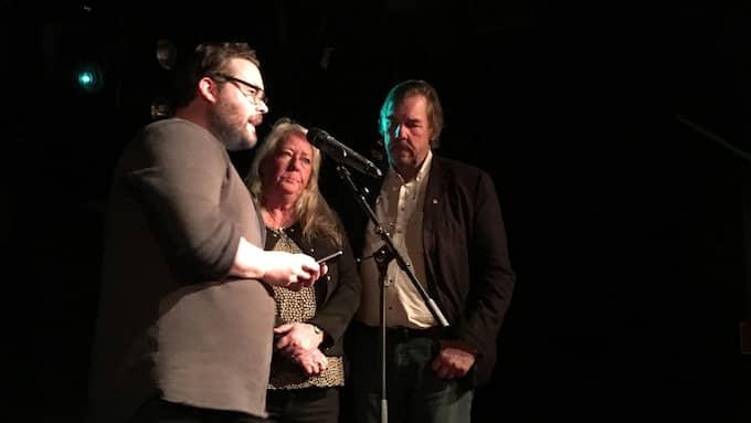 Csaba Bene Perlenberg hyllade styrkan hos Kim Walls föräldrar, Ingrid och Joachim Wall, under prisutdelningen. Foto: PK Södra