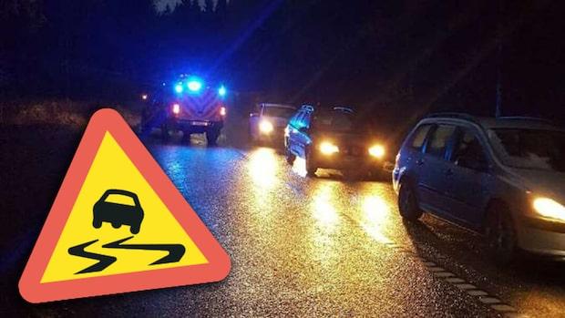 Flera olyckor efter halka – lastbilar fastnade