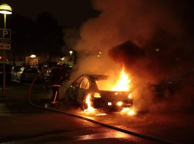 I maj 2013 pågick våldsamma upplopp i flera Stockholmsförorter där bilar antändes. Foto: Jörgen Hildebrandt