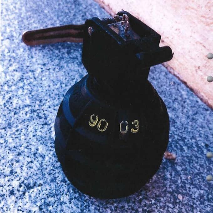 Här är en sådan granat som han använde sig av. Foto: Polisen
