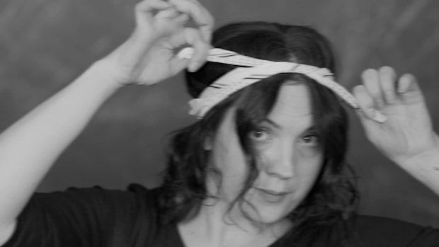 4 sätt att styla håret med sjal