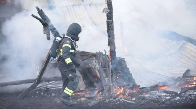 När räddningstjänsten kom fram var branden fullt utvecklad. Foto: Jens Christian Andersson / TOPNEWS.SE