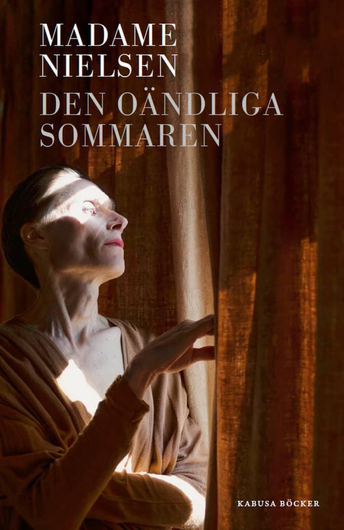 ROMAN MADAME NIELSEN Den oändliga sommaren Översättning Jonas Rasmussen Kabusa böcker, 128 s.