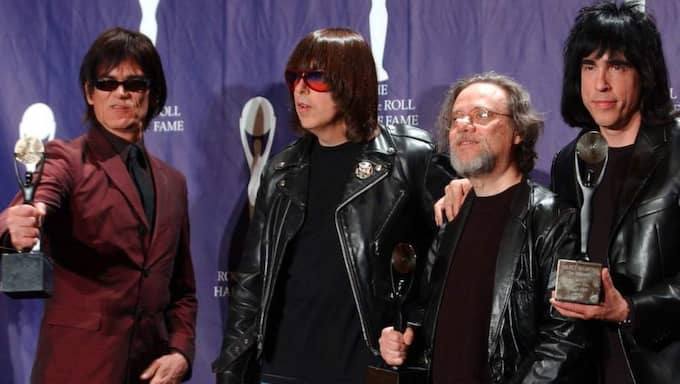Dee Dee, Johnny, Tommy och Marky Ramone när de valdes in i Rock & Roll Hall of Fame i mars 1002. Foto: Ed Betz