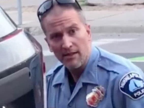 Efter George Floyds död – polisen gripen och åtalad för mord