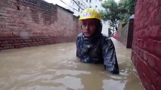 40 döda i översvämningar i Indien och Nepal
