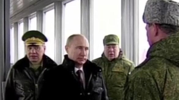 Våldsbrottslingar och Putinanhängare släpps in på Försvarets kurs