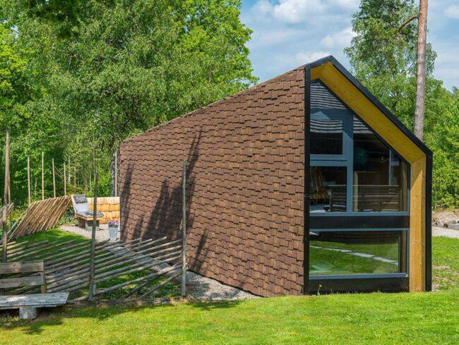 Det är specialdesignat, modernt, funktionellt och nytänkande, men ändå inom ramen för attefallshus.