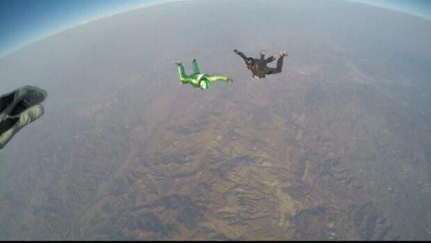 Fallskärmshopparen faller 7600 meter - utan fallskärm