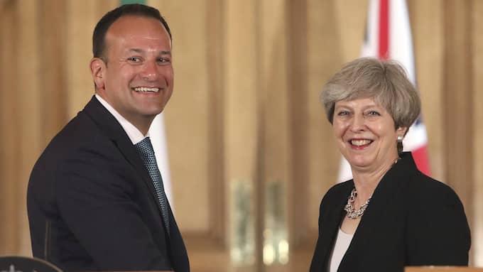 Premiärminister Theresa May i möte med irlands premiärminister Leo Vardakar under dagens presskonferens på Downing Street i London. Foto: PHILIP TOSCANO / AP TT NYHETSBYRÅN