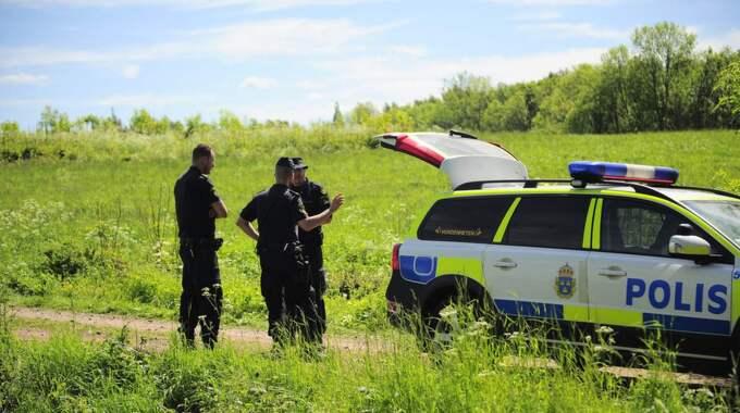 """Polisen har spärrat av ett område där ett """"högintressant fynd"""" hittats. Foto: Alex Ljungdahl"""