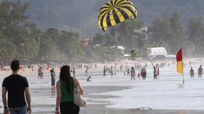 Bad på stranden i Phuket.