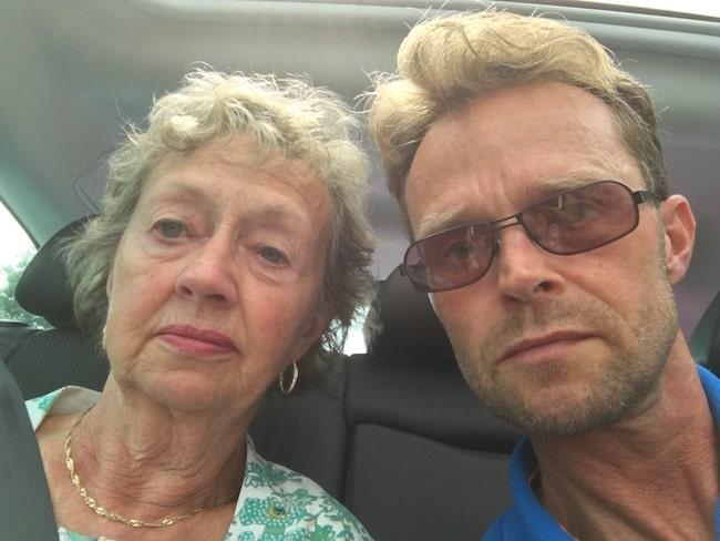 Johan von Rosen, 49, och hans mamma Birgitta Groschopp, 74, blev chockade efter att deras plan plötsligt avbröt landningen.