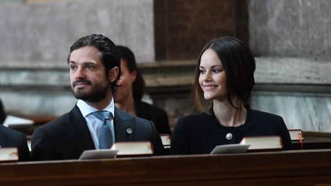 Prins Carl Philip och prinsessan Sofia i kyrkan. Foto: TT