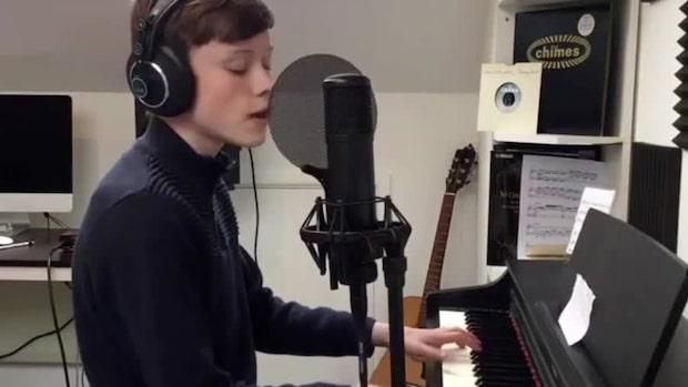 """Hör 14-årige geniet """"Mini-Mozart"""" – klarat svåraste nivån på fyra lektioner"""
