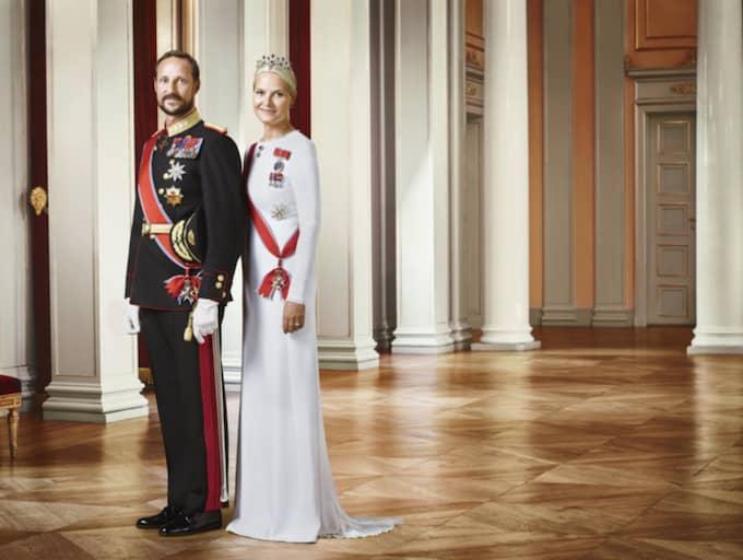 Kronprins Haakon och kronprinsessan Mette-Marit på en av de nytagna bilderna. Foto: Jørgen Gomnæs, Det kongelige hoff