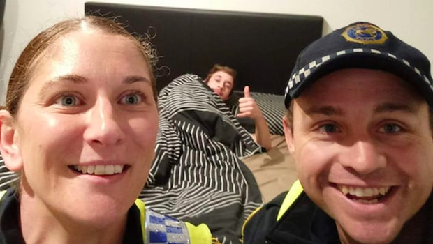 Han mindes inte hur han kom hem – sedan hittade han polisernas klockrena selfie i sin telefon