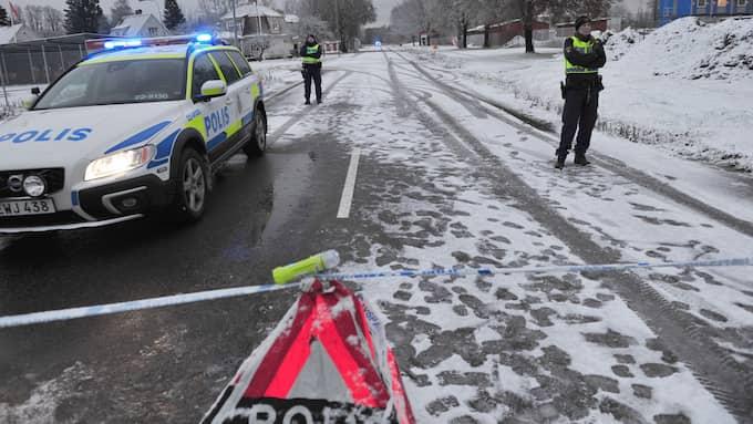 Polisen har en stor insats på Hedvägen på Sjöstad i Karlstad efter att en man hittats mördad vid Hells Angels lokaler. Foto: David Hårseth