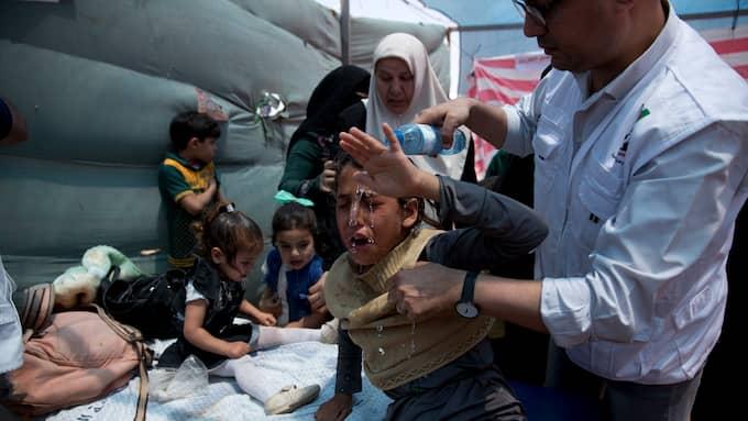 Palestinska barn som andats in tårgas under protesterna vårdas. Foto: DUSAN VRANIC / AP TT NYHETSBYRÅN