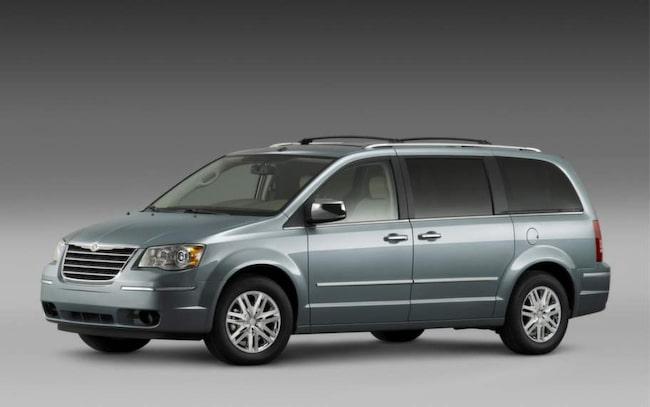 ÅTERKALLAD I USA. Vissa årsmodeller av Chrysler Grand Voyager har återkallats i USA för att den kan drabbas av allvarliga fel. Bilar importerade till Sverige rullar utan åtgärd.