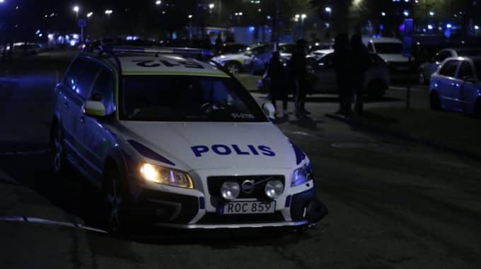 Polisen krockade med en bil när de ryckte ut på larm om ett bråk. Foto: Anders Ylander
