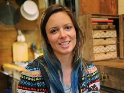 Jenna sa upp sig från fast jobb, lämnade sin bostad och alla lån, och byggde ett rullande minihus.