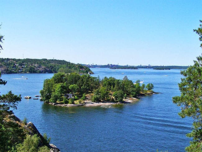 Danmarks Holme ligger i Stockholms inlopp, mellan Lidingö och Nacka. Nu är den till salu – för 65 miljoner kronor.