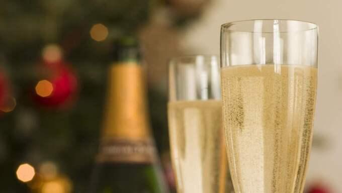 Det är dock fortfarande nyår som dominerar champagneförsäljningen. Foto: Monkey Business Images Ltd