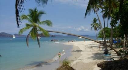 Missa inte att göra en dagsutflykt till fina snorklingsön Tortuga Island i Costa Rica.