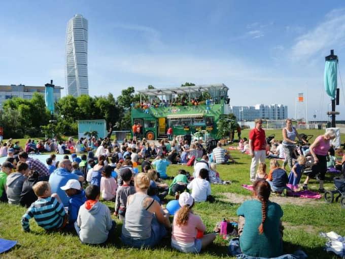 Det var många som hade samlats för premiärsändningen av det populära barnprogrammet Sommarlov under måndagen. Foto: Christer Wahlgren