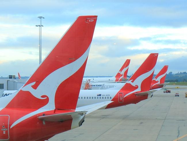 """Det australiska flygbolaget Qantas klassade dem nämligen som """"sovtillbehör"""" och bad henne lämna deras flygplanslounge."""