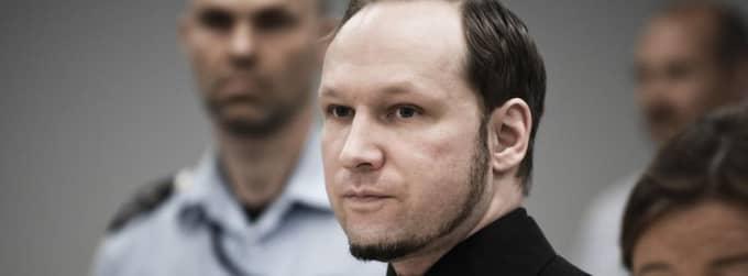 Anders Behring Breivik har precis flyttats från Ila till Skien-fängelset. Enligt nya uppgifter lägger han mellan åtta och tio timmar per dag på att skriva brev. Foto: Alexander Widding / Demotix