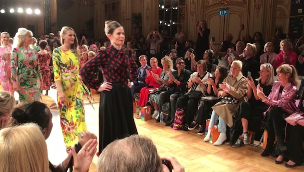 Sara Danius på Fashion Week – har designat knytblus
