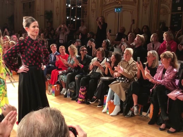 Sara Danius på Fashion Week – har designat knytblus