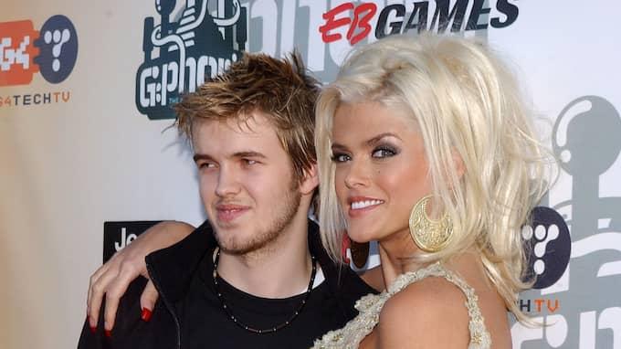 Nu hävdar en person som kände dem båda att Anna Nicole Smith hade ett förhållande med sin sons flickvän kort innan de båda dog i överdoser. Foto: LIONEL HAHN / KRT 000183OO