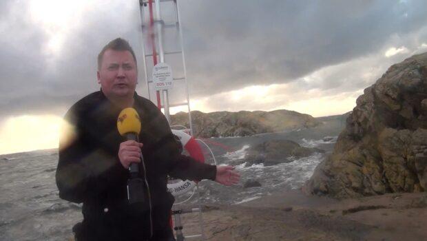 """Reportern mitt i stormen Knud: """"svårt att stå på båda benen"""""""