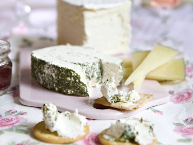 Ny forskning visar att de som äter ost är smalare än andra.