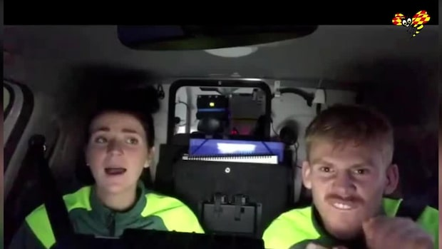 Se ambulanssjuksköterskornas glada video – som gör succé i krisen
