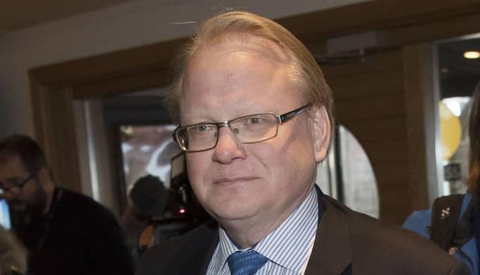 Moderaterna, Centerpartiet och Kristdemokraterna kommer gemensamt att rikta nya miljardkrav mot försvarsminister Peter Hultqvist på måndagen, erfar Expressen. Foto: Sven Lindwall