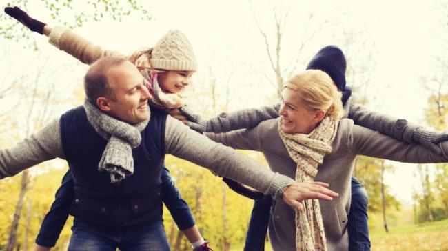 Forskning visar nämligen att föräldrars immunförsvar synkas med varandra. Därför blir man ofta sjuk samtidigt.