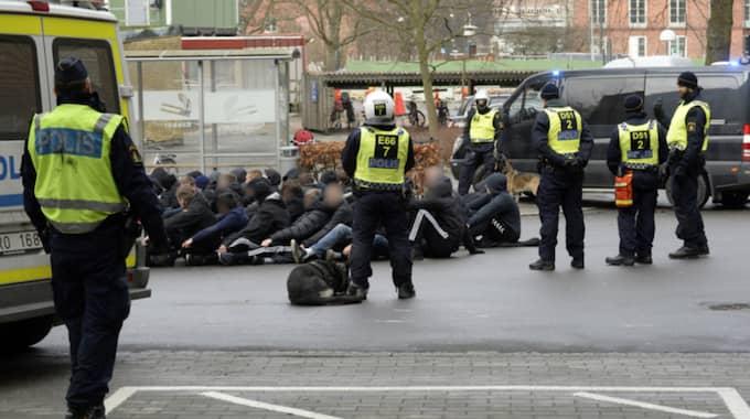 Polisen har ännu inte fått in uppgifter om att någon skadats. Foto: Fritz Schibli