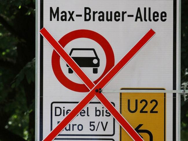 Från och med i dag förbjudet att köra med äldre dieselbilar i delar av Hamburg.