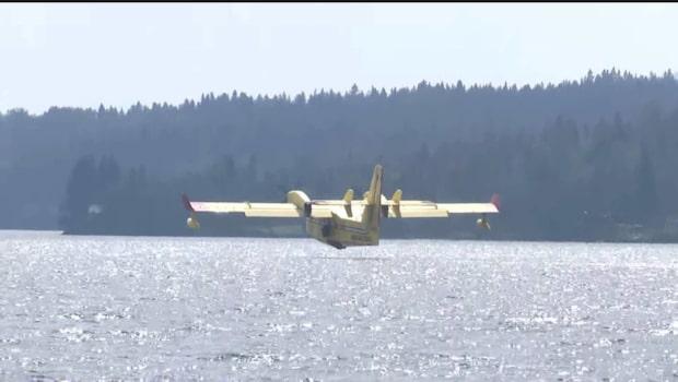 Brandflyg på plats och mer hjälp väntas