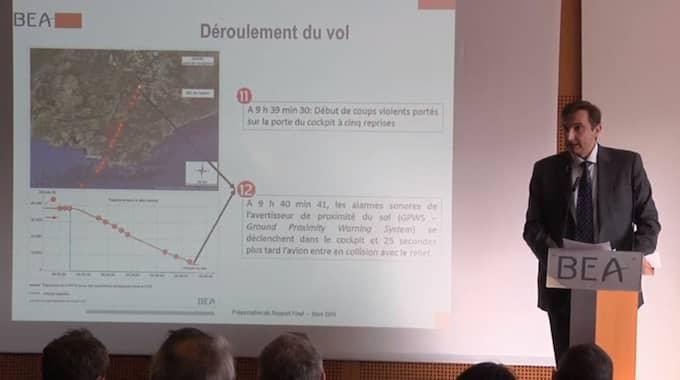Från presskonferensen nu på morgonen där franska utredare kommer med sin slutrapport om Germanwings-olyckan, där flygplanet kraschade i franska Alperna och 150 människor dog.