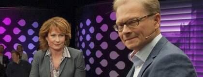 Anna Hedenmo och Mats Knutson i krismöte i natt. Hävdar att de inte visste att läkaren var engagerad Socialdemokrat. Foto: Leif R Jansson / Scanpix