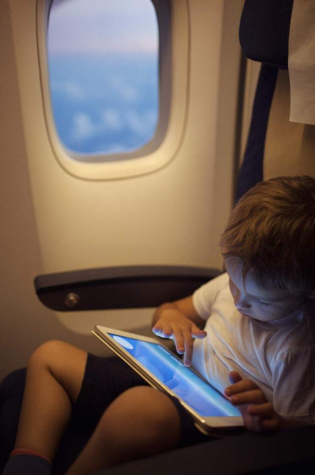 <span>Se till att all elektronisk utrustning du vill ha med på flygningen är fulladdad och fulltankad med tv-serier, favoritmusik och spel.</span>